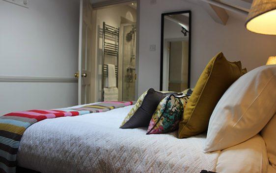 Alfox Den bedroom