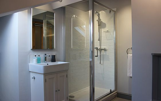 Quantock-cottage-grooms-bathroom-(2)