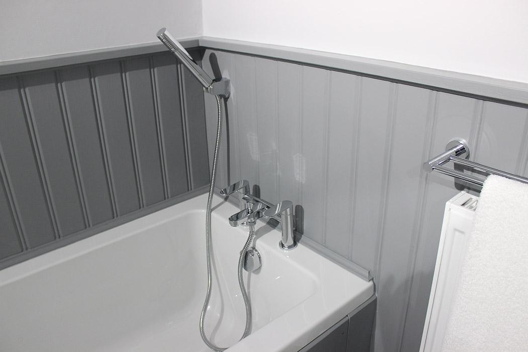 Groom's Cottage bathroom-2