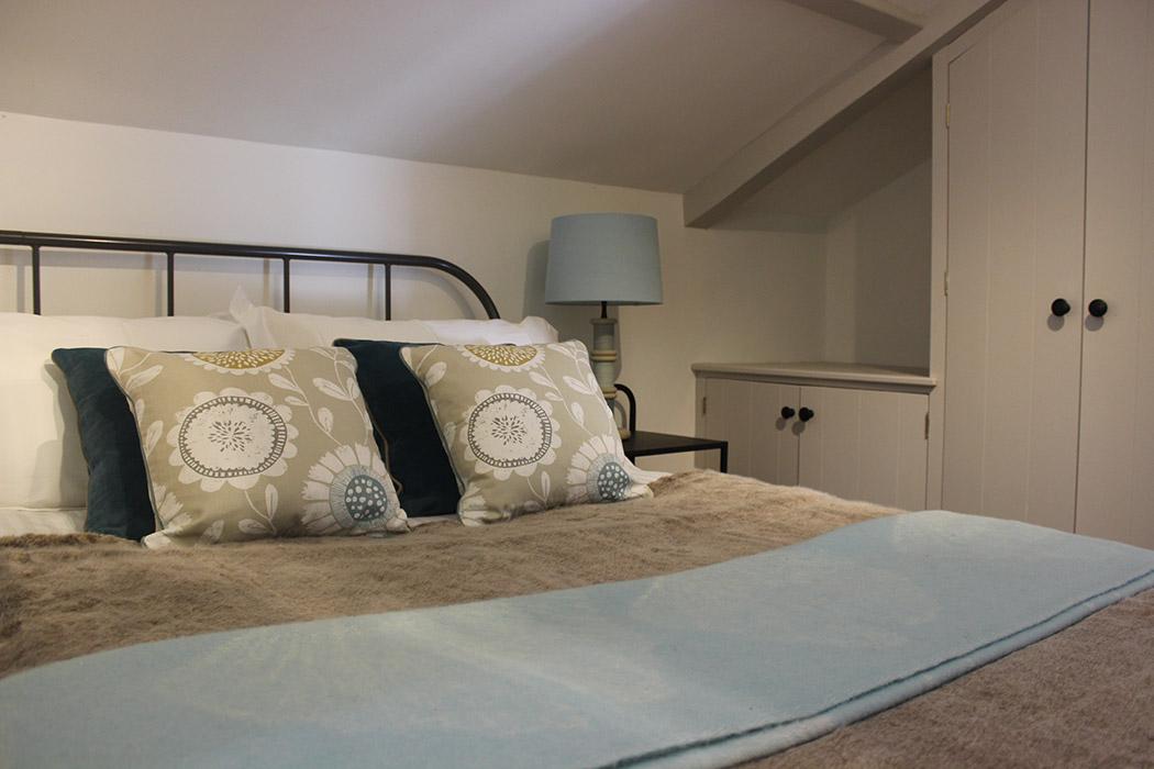 Groom's Cottage-bedroom-2