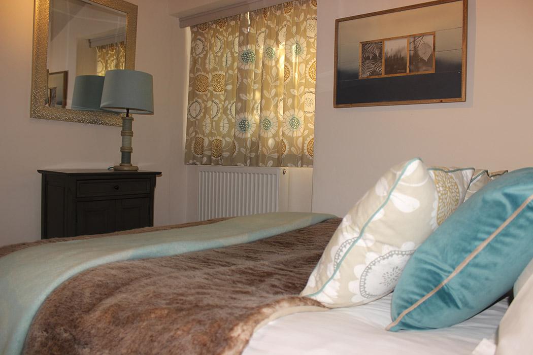 Groom's-Cottage-bedroom-3
