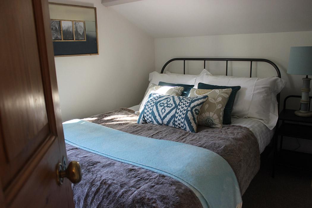 Grooms Cottage bedroom-4